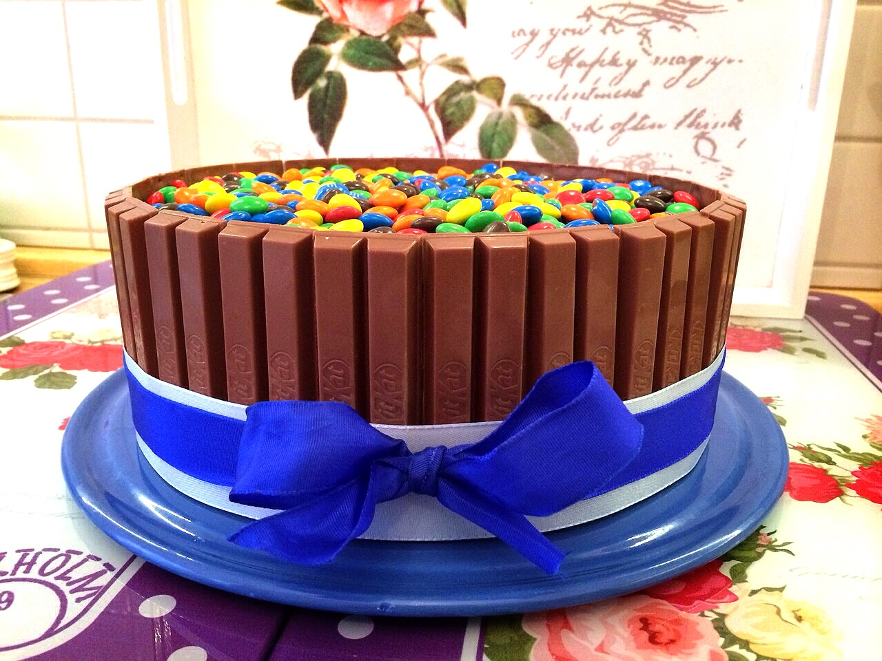 kitkat torte mit smarties candy cake cook bakery. Black Bedroom Furniture Sets. Home Design Ideas